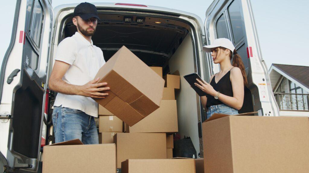 attitransit költöztetés - költöztetős céggel belföldi azonnali sos profi korrekt költöztetés olcsón, kisteherautóval fuvarozás, szekrény szállítás Budapesten, bútorszállítás országosan Magyarországon